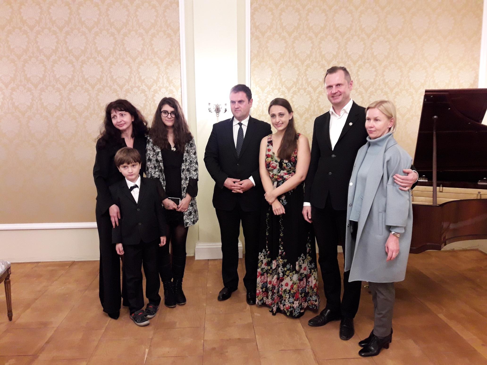JE Ambasadoriaus Dan Adrian BALANESCU šeima, A. Vaduva ir R. ir V. Barakauskai