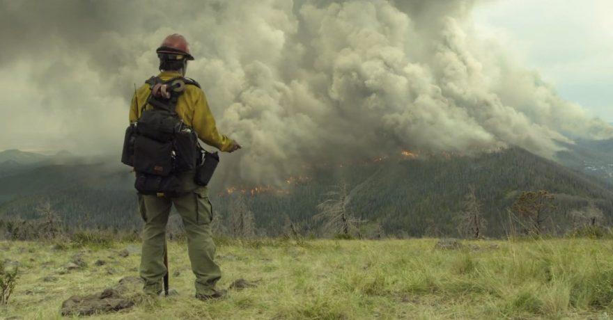 """Tragiškais įvykiais paremtos dramos """"Tramdantys ugnį"""" kūrėjai žiūrovus nukels į didžiausią visų laikų Arizonos gaisrą"""