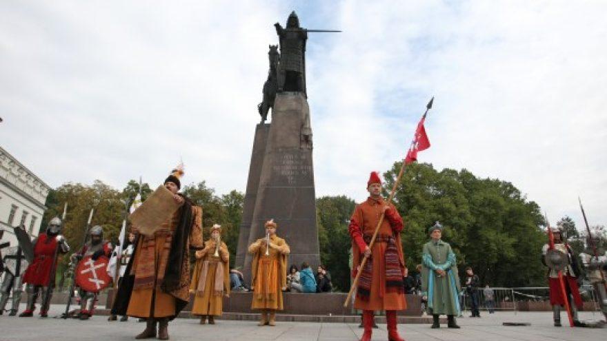 Teatralizuota ceremonija Katedros aikštėje