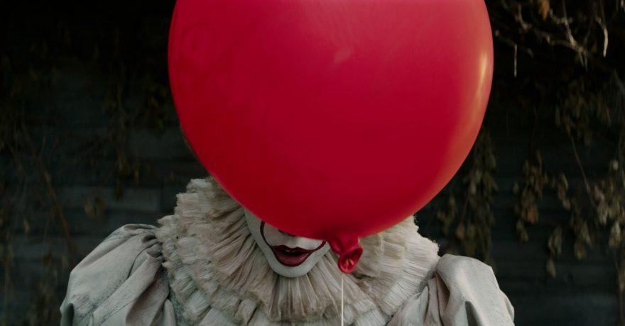 """Siaubo trileryje """"Tas"""" klouno Penivaiso akys žiūri į skirtingas puses: aktoriui prireikė ypatingų sugebėjimų"""