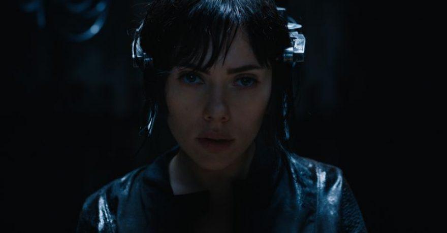 """Fantastiniame veiksmo filme """"Dvasia šarvuose"""" – sunkiai atpažįstama Scarlett Johansson"""