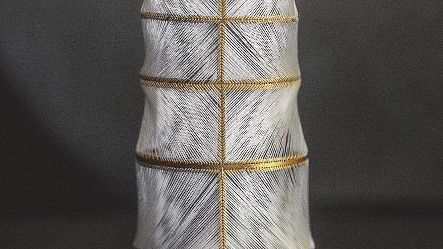 """L. Motiejūnaitės paroda """"Tekstilės ir juvelyrikos jungtis. Gintaro pluoštas"""""""