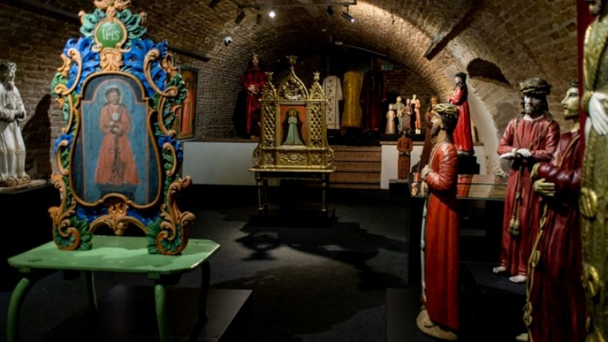 """Parodos """"Ispanijoje užgimęs, Antakalnyje pamiltas. Jėzaus Nazariečio atvaizdai Lietuvoje"""" uždarymo ekskursija"""