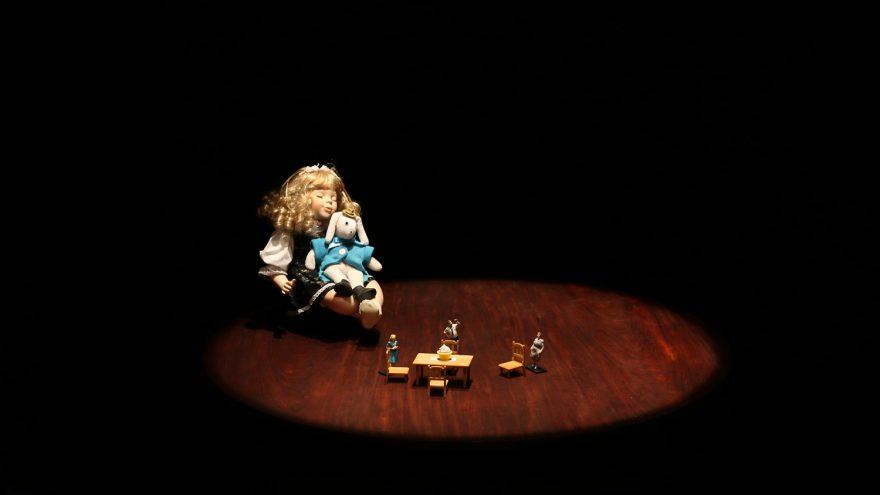 """Lėlių spektaklis """"Nepaprasta Edvardo Tiuleino kelionė"""""""
