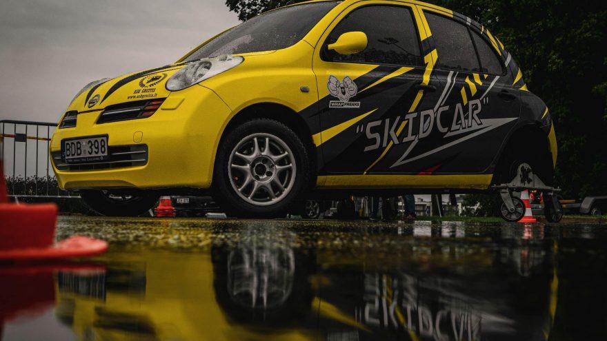 Slydimo pamoka su automobiliu Skidcar