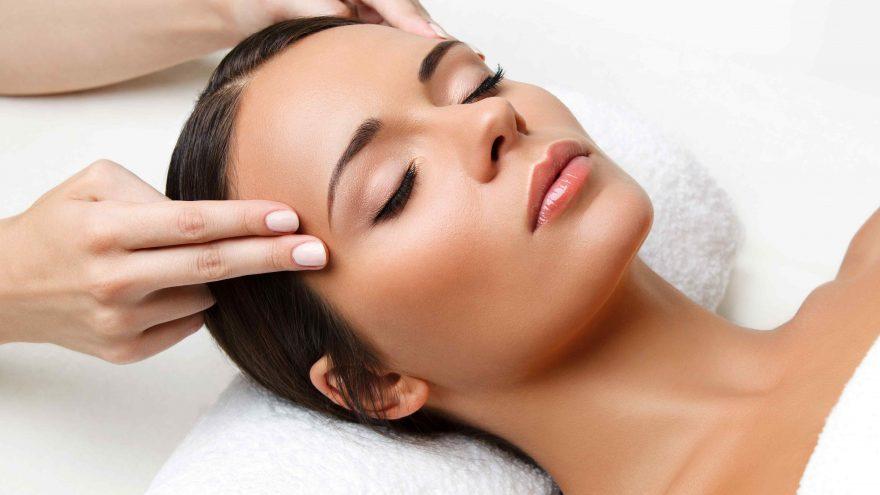 Liftinguojantis, ryškinantis ovalą masažas veidui