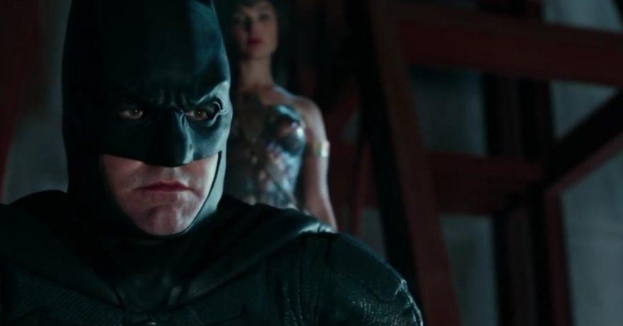 """""""Teisingumo lygoje"""" su Betmeno kauke po gyvenimo negandų grįžtantis B. Affleckas užminė mįslę"""