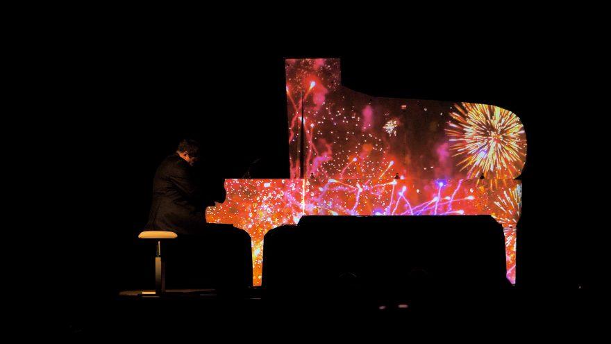 Alexey Botvinov koncertas. Piano light show