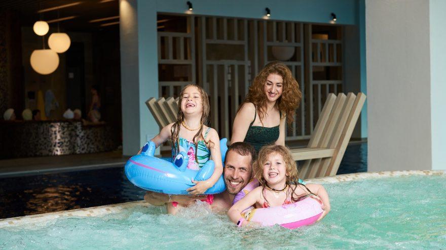 """Apsilankymas šeimai """"Aušra – baseino ir pirčių erdvėje"""""""