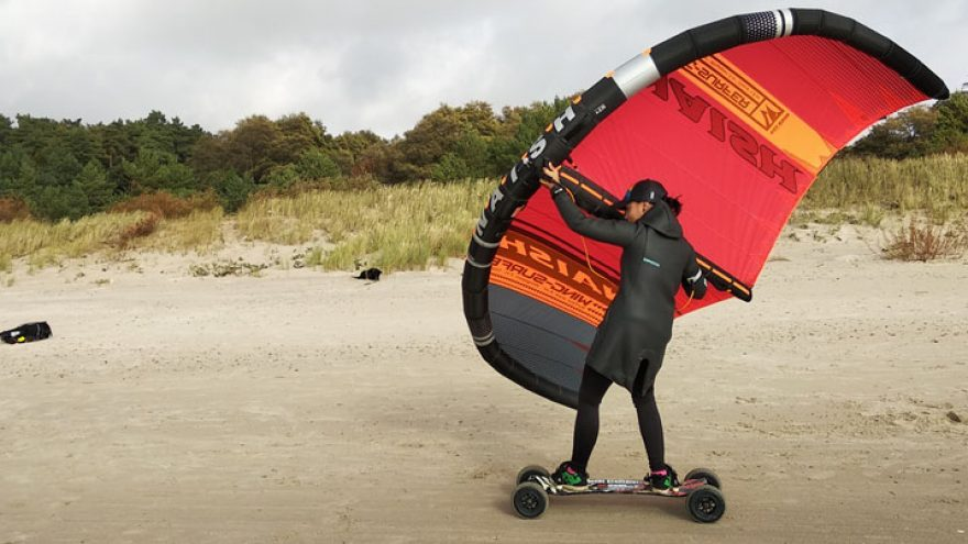 Pasivažinėjimas su wing surfer sparnu ir kalnų riedlente