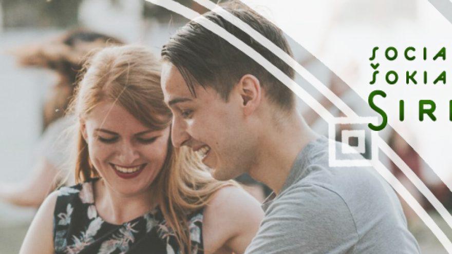 Startuojam vasarą: pažintinė Lindyhopo pamoka ir social'as Sirvydo skvere