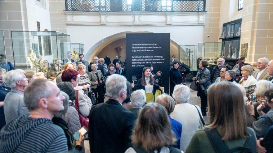 """Parodos """"Dvasiniai Fribūro vaikai: Fribūro universiteto lietuviai ir jų reikšmė Lietuvai"""" uždarymo ekskursija"""