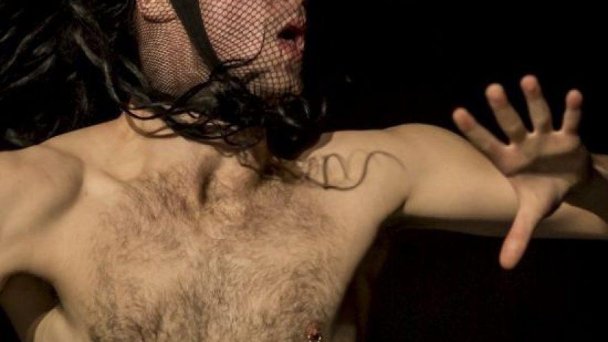 """PLARTFORMA'21: Šokio spektaklis Blank Spots ir kompozicija iš spektaklio """"Esamasis laikas"""" / Lukas Karvelis, Šeiko šokio teatras"""
