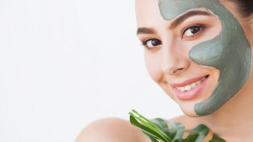 Intensyviai drėkinanti, raminanti veido procedūra