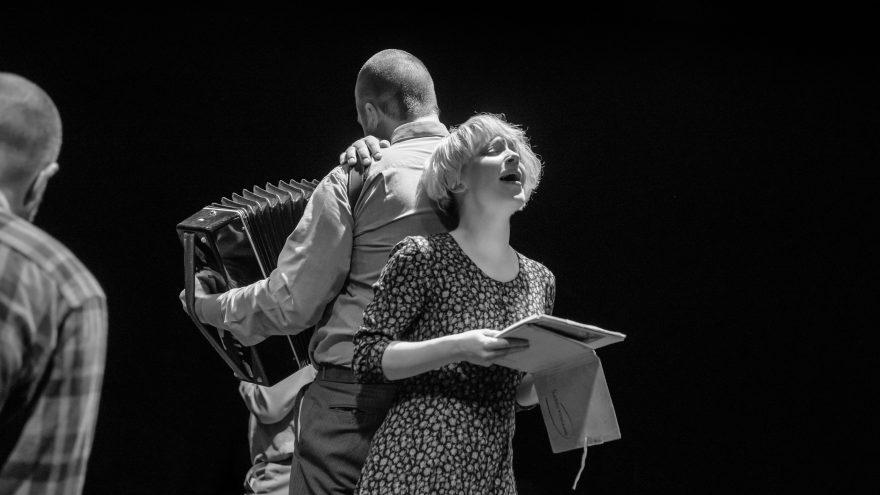 """Biografinės improvizacijos """"Lietaus žemė"""" Teatras Atviras ratas I Vilniaus miesto teatras"""