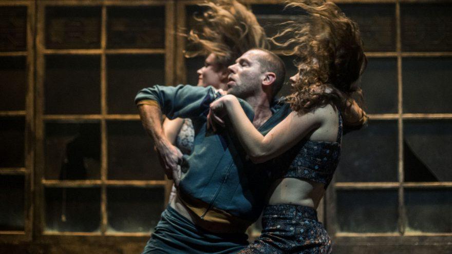 DURYS (šokio spektaklis), rež. Jo Strømgren (Norvegija). (Spektaklis perkeliamas iš 2020 balandžio 5 d., lapkričio 22 d.  ir 2021 m. gegužės 23 d.18 val.)